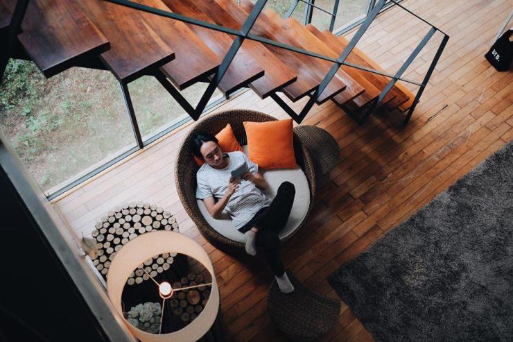 Ngôi nhà này không chỉ ăn điểm ngoài hình mà nội thất bên trong cũng vô cùng đẹp mắt và hài hòa. – Ảnh: sưu tầm