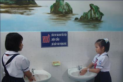 Dạy con những quy tắc của nhà vệ sinh công cộng