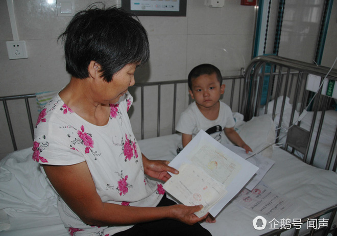 Bị bỏ rơi vì ung thư máu, bé 4 tuổi vẽ tranh mẹ cho đỡ nhớ: Nếu con khỏi bệnh, mẹ có về không? - Ảnh 2.