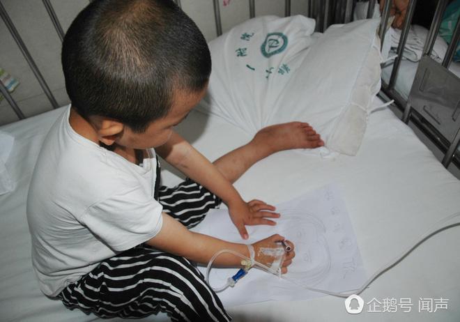 Bị bỏ rơi vì ung thư máu, bé 4 tuổi vẽ tranh mẹ cho đỡ nhớ: Nếu con khỏi bệnh, mẹ có về không? - Ảnh 4.