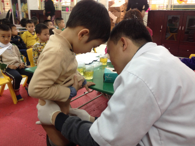 Khám, kiểm tra bộ phận sinh dục cho bé trai 3 tuổi ở Hà Nội