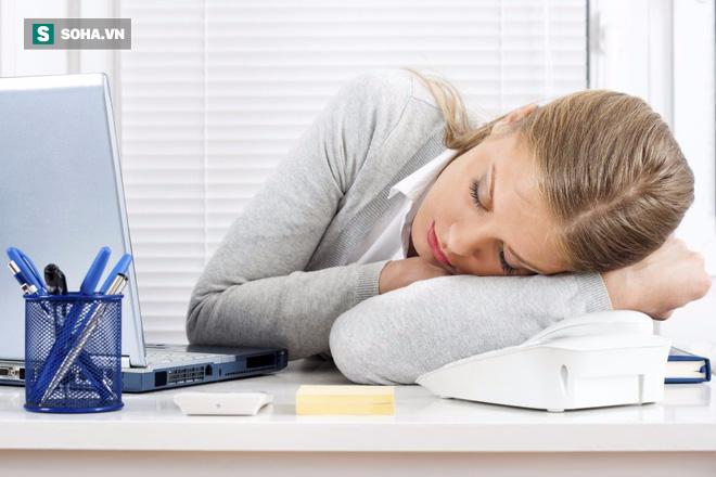Chuyên gia hướng dẫn cách ngủ trưa tốt nhất để chăm sóc gan: Ai cũng nên áp dụng sớm! - Ảnh 2.