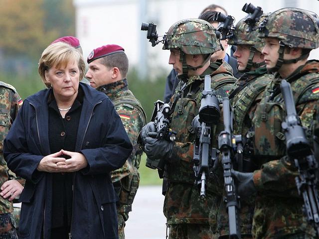 """Chính vì thế, bà Merkel không bao giờ quyết định vội vàng. Trong cuốn tiểu sử năm 2007, bà Merkel nhấn mạnh: """"Tôi nghĩ tôi là người can đảm trong giây phút quyết định. Tuy nhiên, tôi cần nhiều <a  href="""