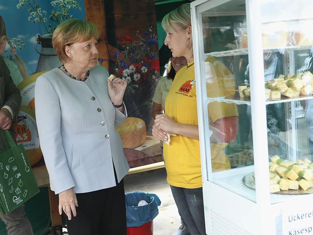 Lớn lên ở Đông Đức, bà Merkel vẫn giữ thói quen ăn uống từ thời thơ ấu, nơi mà thức ăn khá hiếm khi bà còn là một đứa trẻ.