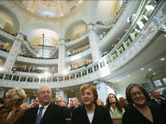 Là con gái của một mục sư, bà Merkel là một tín đồ và cũng là thành viên Hội thánh Tin lành ở Berlin, Brandenburg và Silesian Upper Lusatia.