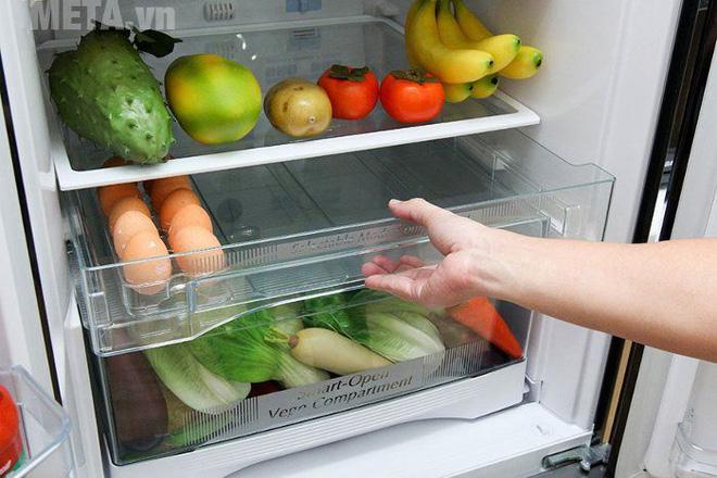 Để 1 bát nước trong tủ lạnh, không chỉ tiết kiệm điện, mà còn có những tác dụng bất ngờ - Ảnh 2.