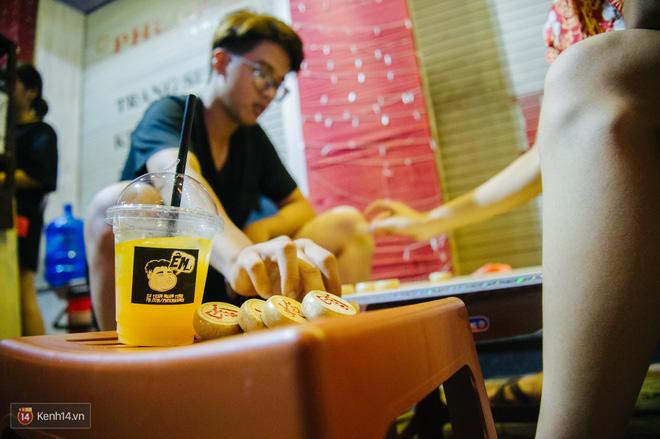 Giữa Hà Nội, có một quán cafe đang gây sốt vì tấm biển hiệu Ở đây không có wifi, hãy nói chuyện với nhau như năm 1992! - Ảnh 6.