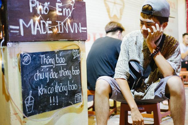 Giữa Hà Nội, có một quán cafe đang gây sốt vì tấm biển hiệu Ở đây không có wifi, hãy nói chuyện với nhau như năm 1992! - Ảnh 7.