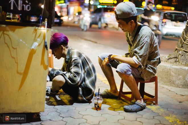 Giữa Hà Nội, có một quán cafe đang gây sốt vì tấm biển hiệu Ở đây không có wifi, hãy nói chuyện với nhau như năm 1992! - Ảnh 15.