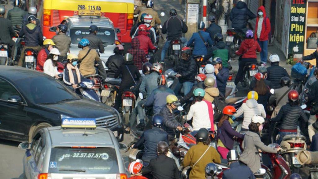 Hà Nội thông qua lộ trình cấm xe máy đến năm 2030 - ảnh 1