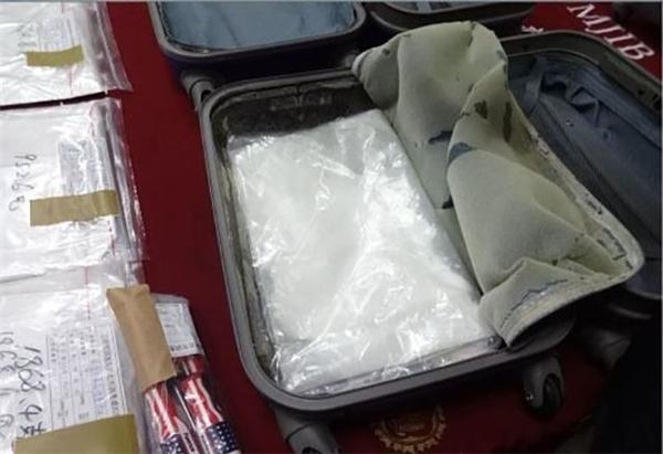 Câu chuyện lừa đảo cầm giùm hành lý tại sân bay lại một lần nữa dấy lên khi một du khách Đài Loan bị phát hiện mang thuốc phiện cầm giúp người khác trên người.