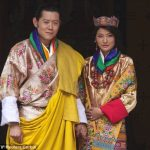 Hoàng tử Bhutan 17 tuổi quỳ gối trước bé gái 7 tuổi trao lời thề, 14 năm sau chàng trở thành quốc vương và…