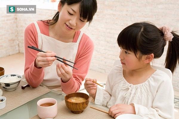 Kiên trì dạy con 3 việc này từ nhỏ, bố mẹ sẽ giúp con có một tương lai giàu có! - Ảnh 1.