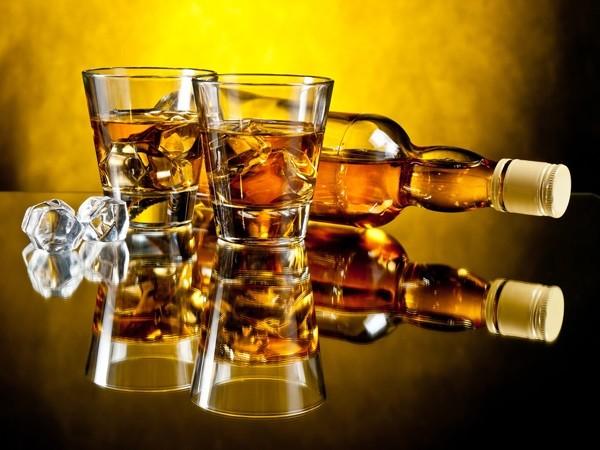 Rượu mạnh tăng khả năng mắc bệnh ung thư và nhiều vấn đề sức khỏe khác (Ảnh: Internet)