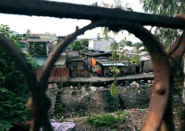 Cận cảnh khu siêu ổ chuột giữa trung tâm Hà Nội