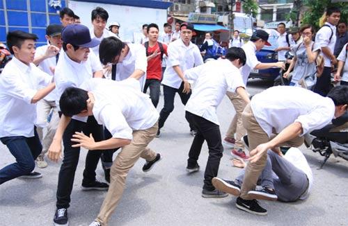 Cảnh báo nạn bạo lực học đường