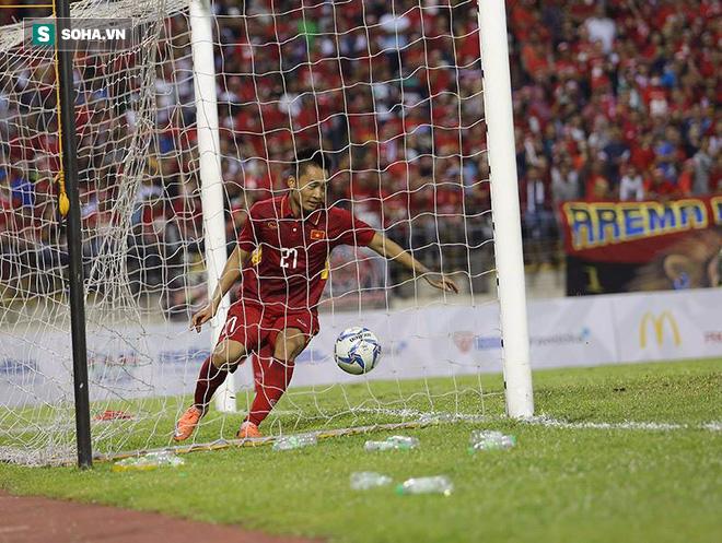CĐV Indonesia khiêu khích Công Phượng vì không ghi bàn, fan Việt Nam lao vào tranh cãi - Ảnh 1.