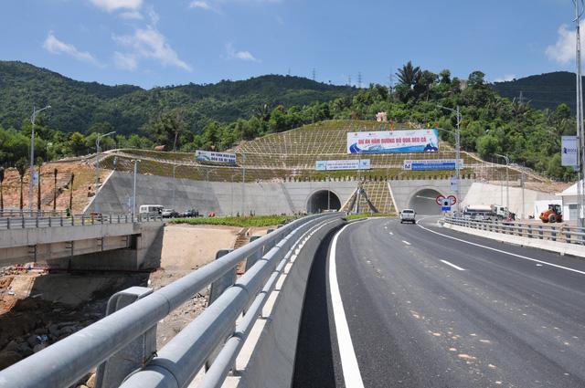 Hầm đường bộ Đèo Cả sẽ miễn phí lưu thông cho mọi phương tiện trong những ngày đầu khai thác, dự kiến việc thu phí sẽ được thực hiện sau 2/9