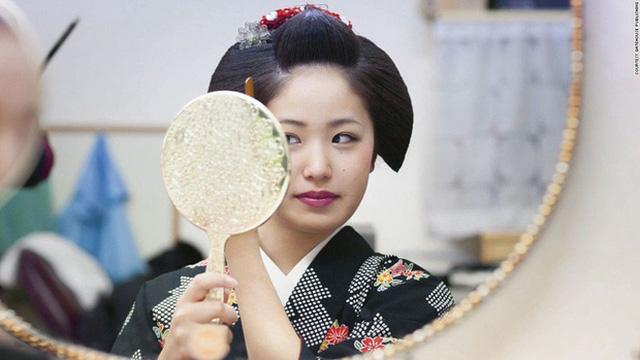 Con đường vào nghề khắc nghiệt của các Geisha tập sự - Ảnh 1.