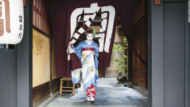 Con đường vào nghề khắc nghiệt của các Geisha tập sự - Ảnh 3.