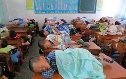 Ngủ trưa ở lớp học bán trú