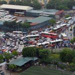 Hà Nội: Ôtô, xe máy tranh nhau vượt ngã tư trong mưa