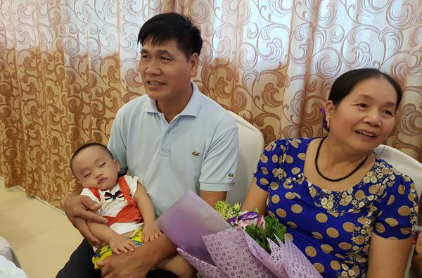 Kỳ tích, cô giáo 60 tuổi sinh quý tử, nuôi con bằng sữa mẹ - Ảnh 2.