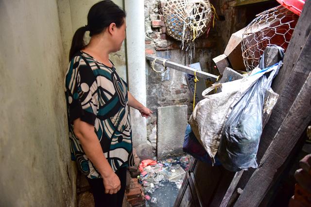 Nguồn nước xú uế ô nhiễm kinh hoàng tại nhà 146 Quán Thánh.