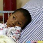 Xúc động cậu bé 8 tuổi 'nhường' sự sống cho em trai vì biết mình sắp ra đi