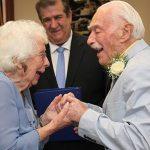 Chú rể 94 tuổi kể về lần đầu ngủ với cô dâu 99 tuổi