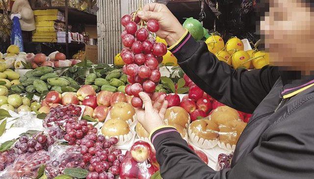 Hoa quả Trung Quốc hàng tháng trời không hỏng: Chuyên gia cảnh báo độc hại – cục vẫn bảo… an toàn!