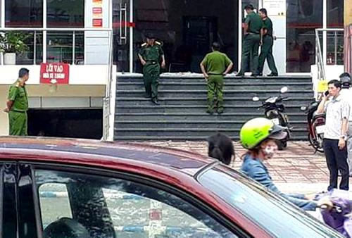 Cảnh sát đang khám nghiệm hiện trường.
