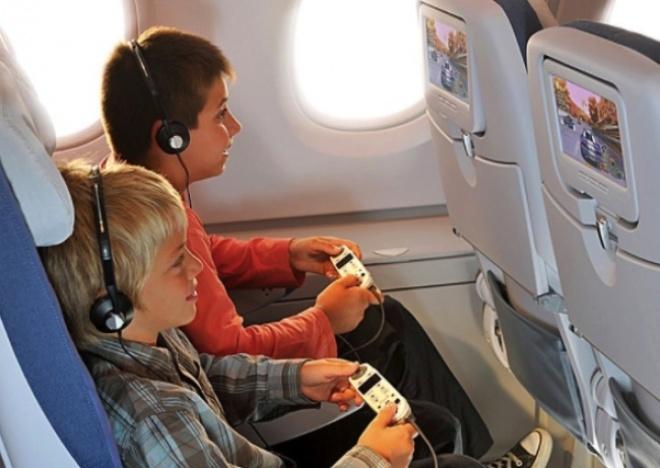10 điều không nên làm khi đi máy bay