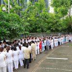 Cuộc chia tay hiếm có: Hàng trăm người xếp hàng trong nước mắt chia tay vị viện trưởng về hưu