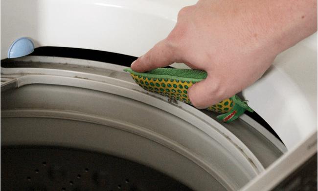 Làm sạch máy giặt định kỳ không cần nhờ thợ với 4 bước đơn giản - Ảnh 4.