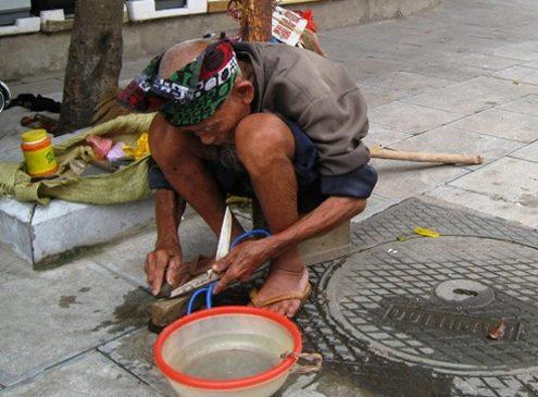 Người Việt chưa giàu đã già kèm bệnh tật