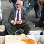 Ông lão sống đời triệu phú với nghề bán cái gọt vỏ khoai tây