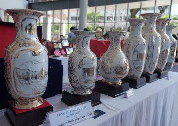 Quà lưu niệm độc đáo dành tặng lãnh đạo qua các kỳ APEC