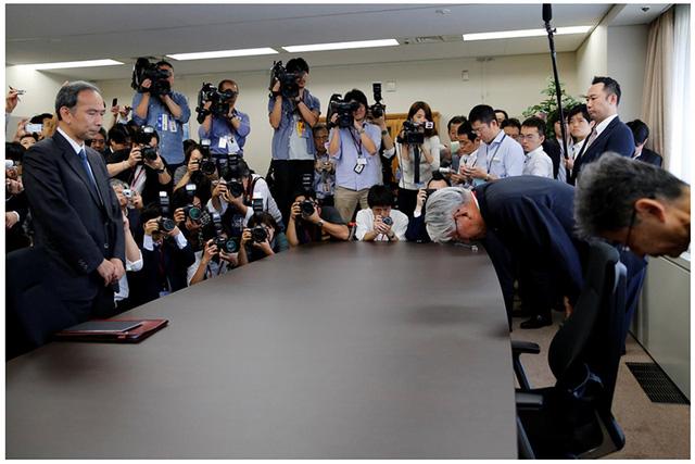 Lãnh đạo Kobe Steel trong cuộc gặp với các quan chức chính phủ Nhật Bản tại Tokyo.