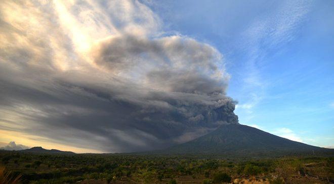 7 người Việt mắc kẹt ở Bali giữa đợt núi lửa phun trào