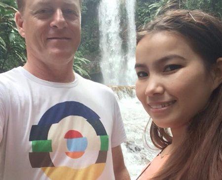 Anh sĩ quan cứu hỏa Australia một năm sang 8 lần tỏ tình với cô gái Việt