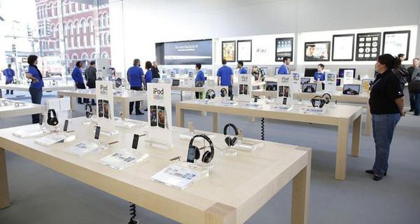 """Để mỗi mét vuông thu về 5.000 USD, GĐ bán lẻ Apple dạy nhân viên: """"Hãy mời khách hàng vào và tiễn họ đi khỏi càng nhanh càng tốt"""""""