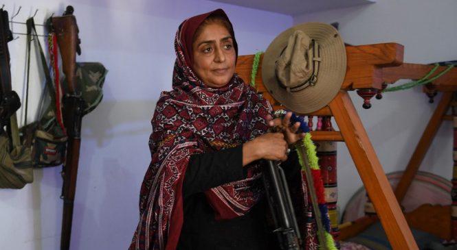 Đời thực lên phim: bà mẹ anh hùng đấu 200 tay súng