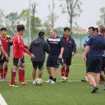 Giggs và Scholes đánh bại đội của HLV Hoàng Anh Tuấn, Việt Thắng