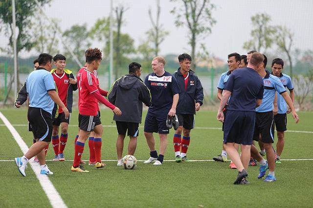 Đội bóng của Giggs, Scholes đá giao hữu với các cựu cầu thủ Việt Nam