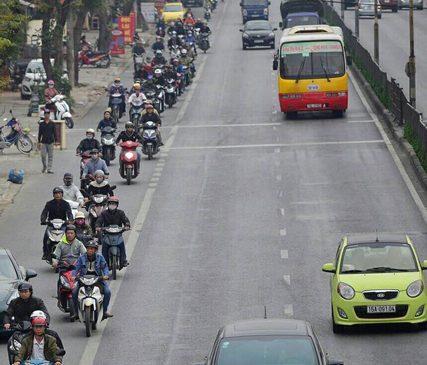 Hải Phòng: Kiểu xe cộ đi đúng làn hiếm gặp ở Việt Nam