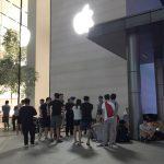 Người Việt vạ vật ở Singapore chờ mua iPhone X