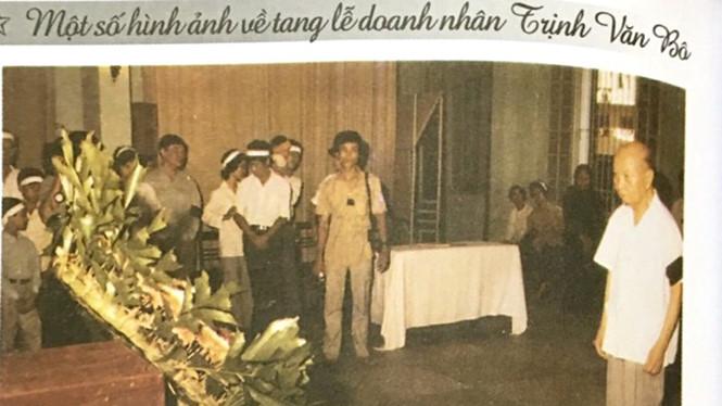 Tổng bí thư Trường Chinh đến chia buồn cùng gia quyến cụ Trịnh Văn Bô tại lễ tang nhà tư sản dân tộc yêu nước năm 1988 /// Ảnh Tư liệu gia đình
