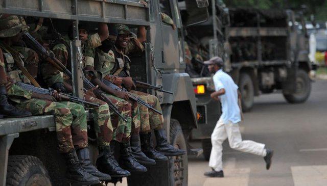 Thay tổng thống, dân Zimbabwe thoát nạn cảnh sát mãi lộ