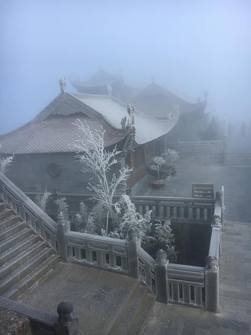 Băng tuyết phủ trắng đỉnh Fansipan và rừng Hoàng Liên